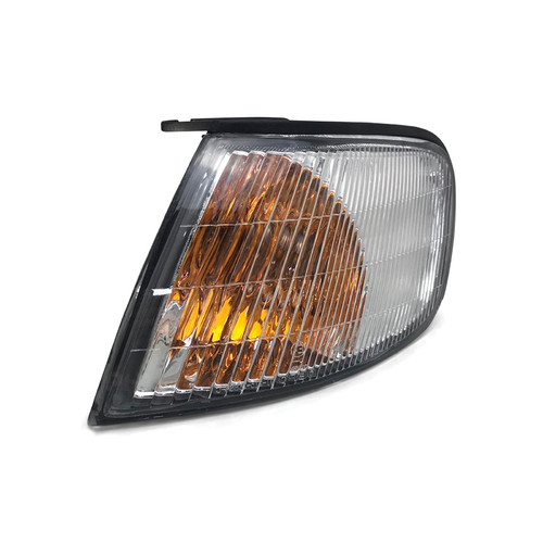 GENUINE NISSAN PULSAR N15 SERIES2 RIGHT HAND TAIL LIGHT IN BODY